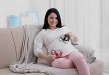 गर्भाशयात जुळी बाळे केव्हा आणि कशी हालचाल करू लागतात?